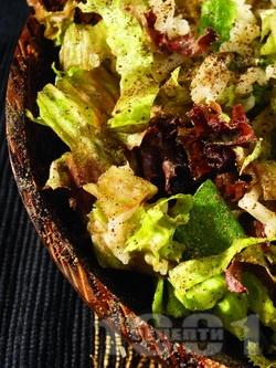 Зелена салата с пресен лук и ориз - снимка на рецептата
